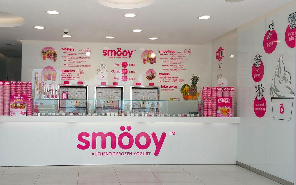 Foto de Interior de establecimiento de yogur helado Smöoy